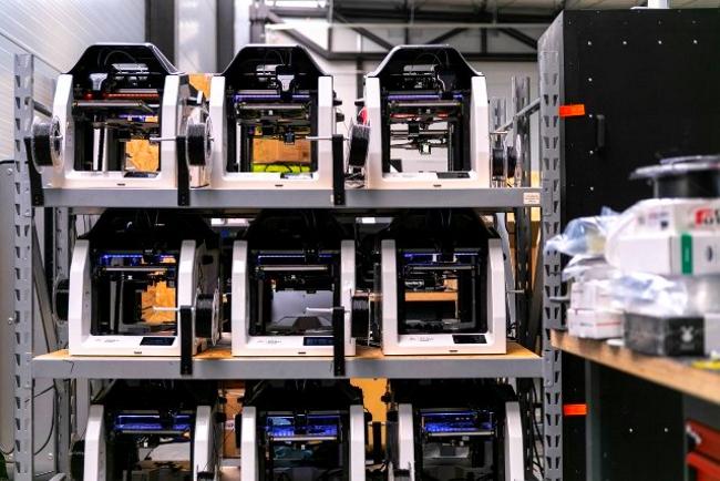 Профессиональные 3D-принтеры 3DGence DOUBLE P255 печатают детали для защитных экранов для лица в период пандемии COVID-19 - фото 2